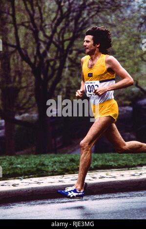 Frank Kürzere konkurrieren in der 1980 Trevira Twosome Stockbild