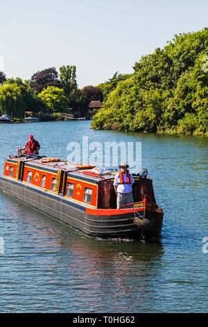 England, London, schmalen Boot auf der Themse in der Nähe von Kingston-upon-Thames Stockbild