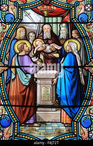 Glasfenster, Schrein unserer lieben Frau von La Salette, La Salette-Fallavaux, Isere, Frankreich Stockbild