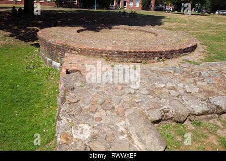 Burg Turm Rest im City Park, Cloppenburg, Niedersachsen, Deutschland, Europa Stockbild