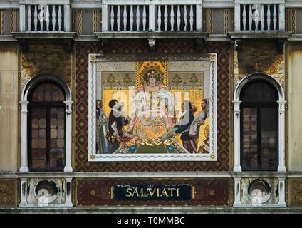 Mosaik auf Palazzo Salviati, Region Veneto, Venedig, Italien Stockbild