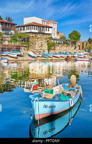 Fischerboote festmachen, Nessebar, Bulgarien Stockbild