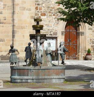 Ständebrunnen Brunnen an der Johanniskirche, Osnabrück, Niedersachsen, Osnabrück, Deutschland, Europa ich Ständebrunnen an der Johanniskirche, Osnabrück Stockbild