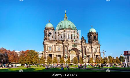 BERLIN - 3. Oktober 2014: Berliner Dom am 3. Oktober 2014 in Berlin, Deutschland. Es ist der Kurzname für die Stockbild