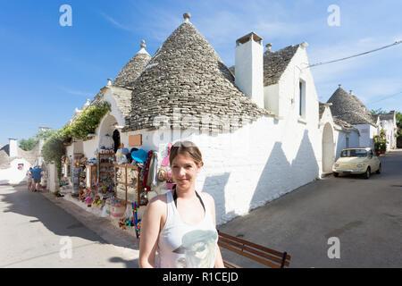 Alberobello, Apulien, Italien - einen touristischen Besuch der alten Stadt Alberobello Stockbild
