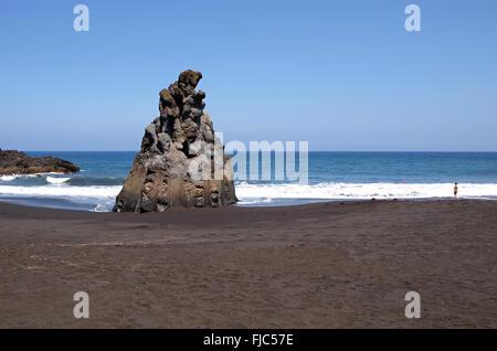 Vulkanische schwarzen Sand Strand von Playa Bollullo in La Orotava, Teneriffa Stockbild