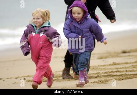 Foto der Kinder, die Familie Winter Urlaub Strand Übung Stockbild