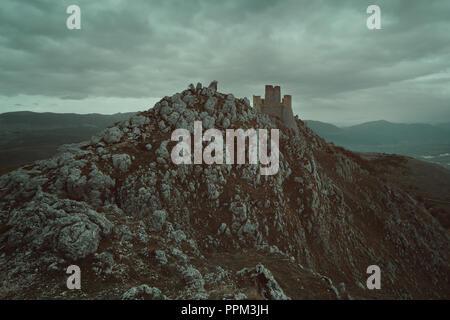 Die alte Burg von Calascio in den Abruzzen, Italien Stockbild