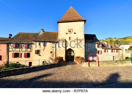 Frankreich, Haut Rhin, Alsace Wein Straße, Turckheim, Marke Tor (Öltor) Stockbild