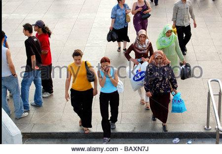 TOURISTEN IN ISTANBUL TÜRKEI Stockbild