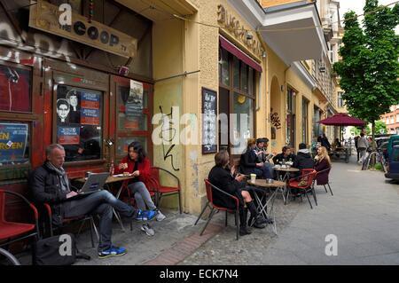 Deutschland, Berlin, Berlin-Mitte, Caf? Terrasse im Rochstrasse Stockbild