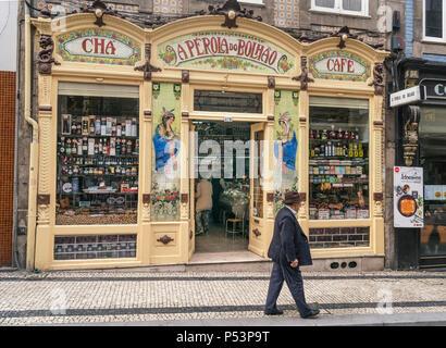Ein Perola Do Bolhao Lebensmittelhändler, Jugendstil shop vorne Porto, Portugal Stockbild