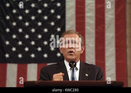 """Präsident George W. Bush kündigte an, dass """"Unser Krieg gegen den Terror beginnt mit Al Qaeda, aber Stockbild"""