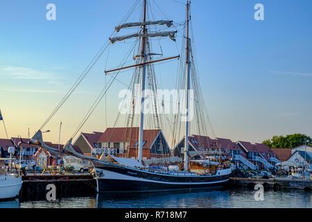 Klintholm Havn, Moen Island, Dänemark - 16 August, 2018: Der Schoner BANJAARD im Hafen von Klinholm Havn festgemacht hat. Stockbild