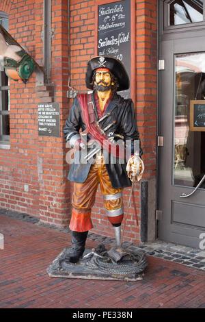 Piratenfigur, ehemaliger Fishpack Halle IV, Schaufenster Fischreihafen, Fischereihafen, Bremerhaven, Bremen, Deutschland, Europa ich Piratenfigur, Ehemalige Fisch Stockbild