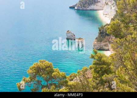 Grotta Smeralda, Apulien, Italien - Italien von seiner besten Seite mit türkisfarbenem Wasser Stockbild