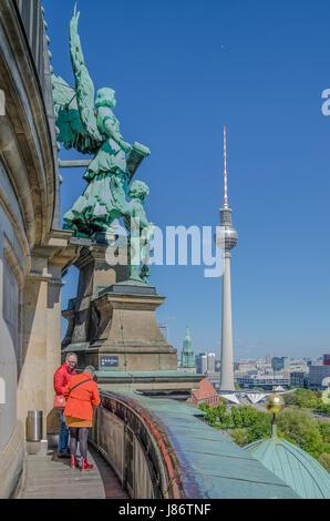 Der Berliner Dom ist die größte Kirche in der Stadt und es dient als ein wichtiges Zentrum für die Stockbild