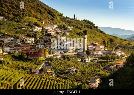 Italien, Veneto. Prosecco Road. Treviso entfernt. Follo, Weinberge von Prosecco. Santo Stefano Dorf. Stockbild