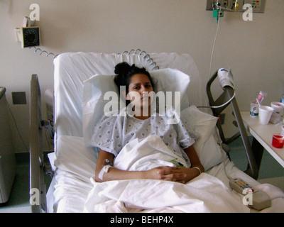 Kranke Teenager Mädchen im Krankenhaus Stockbild