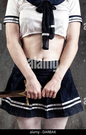 Young Cosplay weiblich mit einem Schwert Stockbild