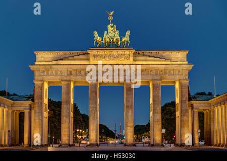 Nacht-Blick auf das Brandenburger Tor in Berlin Stockbild