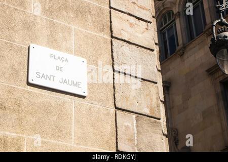 Detail der street sign von Sant Jaume Platz in Barcelona, Spanien. Stockbild