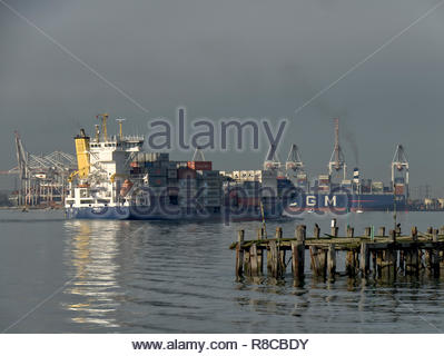 Southampton dock Containerschiff Stockbild