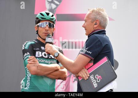 Team Bora Reiter von Italien, Cesare Benedetti gesehen Sprechen während der 102. Ausgabe des Giro d'Italia 2019, Stufe 13 eine 196 km Etappe von Pinerolo zu Ceresole Reale (Lago Serrù) 2247 m. Stockbild