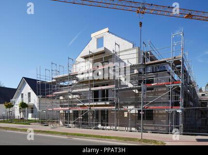 Ausgestattete Einfamilienhaus, Baustelle, Shell, Binz, Rügen, Mecklenburg-Vorpommern, Deutschland, Europa ich Eingerüstetes Einfamilienhaus, Baustelle, Stockbild