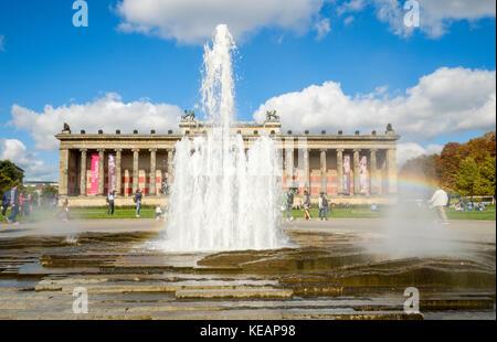 Lustgarten mit Brunnen und altes Museum, Berlin, Deutschland Stockbild