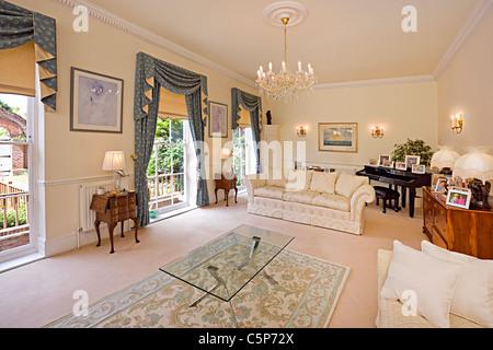 Interieur aus einem traditionellen englischen Wohnzimmer Stockbild