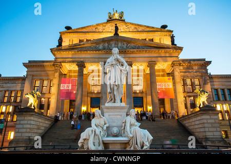 Europa, Deutschland, Berlin, Statue von Friedrich Schiller in dem Gendarmenmarkt Stockbild