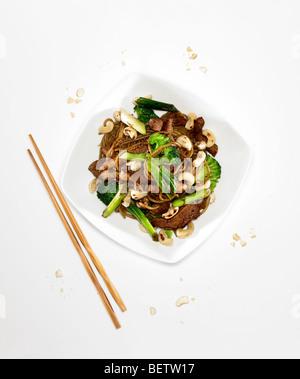 Huhn Cashew unter Rühren braten, mariniert in Tamarind paste, Sojasauce, Knoblauch und Zitronensaft. Stockbild