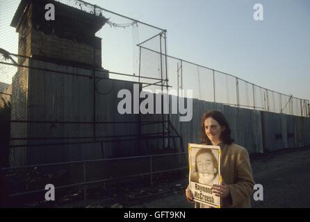 Hunger-Stürmer Raymond McCreesh Plakat Frau Seite von Long Kesh Gefängnis protestieren. Lisburn Nordirland Stockbild