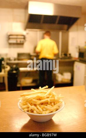 Foto von Chips Fastfood Fettleibigkeit schlechte Ernährung ungesund Pommes frites Stockbild