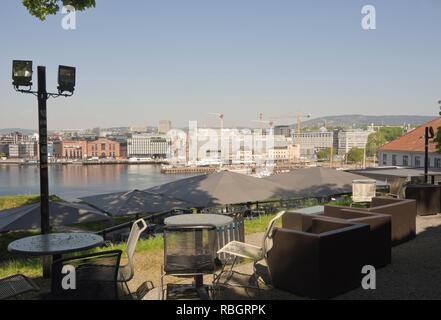 Aker Brygge und den Bau des neuen National Art Museum von Festningen Restaurant auf die Wälle der Festung Akershus gesehen, Oslo, Norwegen Stockbild