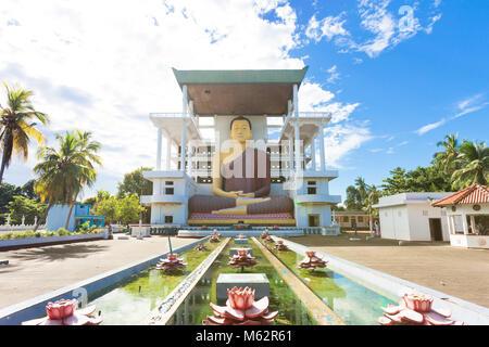 Weherahena Tempel, Sri Lanka, Asien - Besuch der eindrucksvollen Buddha Statue an Weherahena Poorwarama Rajamaha Stockbild