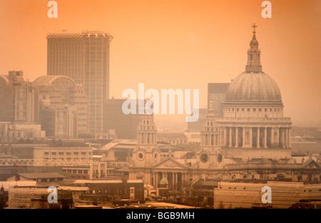 Foto von London St. Pauls Waterloo sunset Hitzewelle UK anzeigen Stockbild