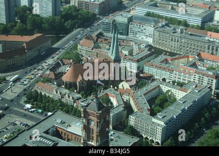 erhöhten Blick auf Roten Rathaus und Nikolaikirche in Ost-Berlin Deutschland Juni 2008 Stockbild