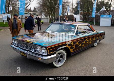 1963 Ford Galaxy, BHW 653A, mit der Flamme, Effekt Lackierung, bei der 77. Goodwood GRRC Mitgliederversammlung, Sussex, UK. Stockbild