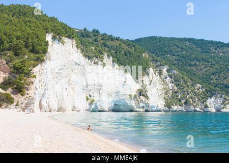 Vignanotica, Apulien, Italien - Entspannen am ruhigen Strand von Vignanotica Stockbild