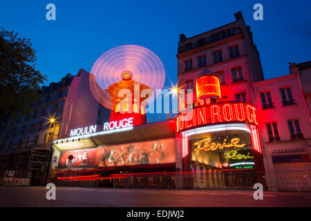 Moulin Rouge Kabarett Fassade mit Neonröhren Stockbild