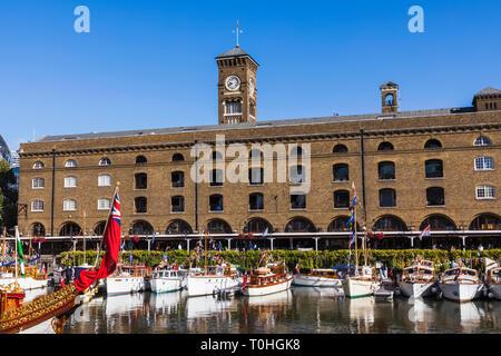 England, London, Tower Hamlets, St. Katharine Docks Marina Stockbild