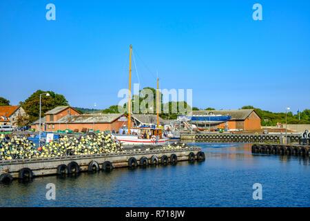 Klintholm Havn, Dänemark - 16 August, 2018: Die Entdeckung segeln cutter Ansätze der Hafen von Klinholm Havn nach einem Ausflug mit Touristen. Stockbild