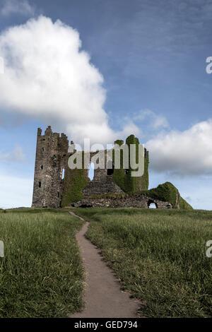 die Ruinen eines alten Schlosses Stockbild