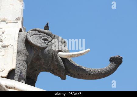 Elefanten im Elephant Brunnen oder Fontana dell'Elefante an der Piazza del Duomo, Catania, Sizilien, Italien, Europa Stockbild