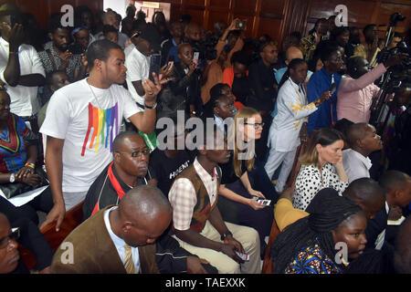 Mitglieder der LGBT gesehen Reagieren während der gerichtlichen Entscheidung. Lesben, Schwule, Bisexuelle und Transgender (LGBT) Personen in Kenia rechtliche Herausforderungen. Sie ordnete einen Fall vor Gericht plädierte für ihre Rechte anerkannt werden, und der Gerichtshof Kolonialzeit Gesetze, die Gay Sex unter Strafe abzuschaffen. Jedoch in dem Urteil des Gerichtshofs hat das Gericht die Gesetze. Stockbild