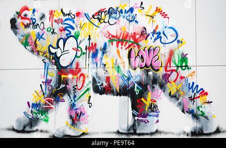 Eine fantastische Polar bear Graffiti an der Wand in der Mitte der Stadt von Longyearbyen Stockbild