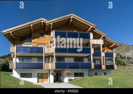 Privates Haus mit soloar panals, Riederalp, Valis, Schweiz Stockbild