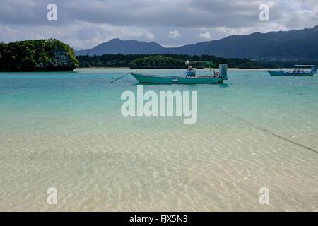 Boote am Meer in Ishigaki Stockbild